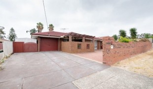 Photo of the property: 52 Gayford Way ,Girrawheen WA 6064